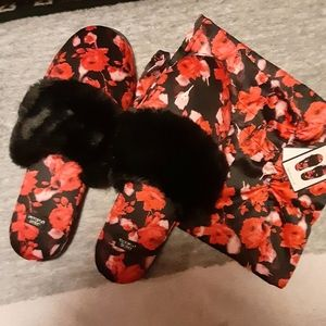 Victoria's Secret slippers w/pouch